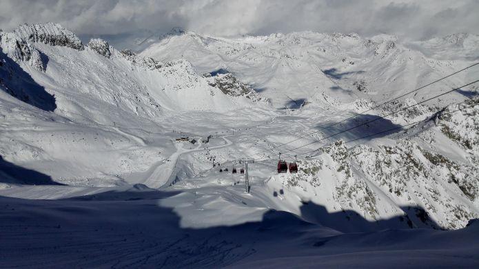 Con 1 metro di neve fresca al via la stagione sciistica sul Presena