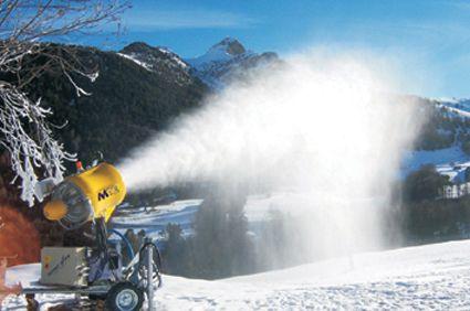 """Tarvizio: partenza in anticipo per la stagione dello sci, col freddo via ai cannoni """"sparaneve"""""""