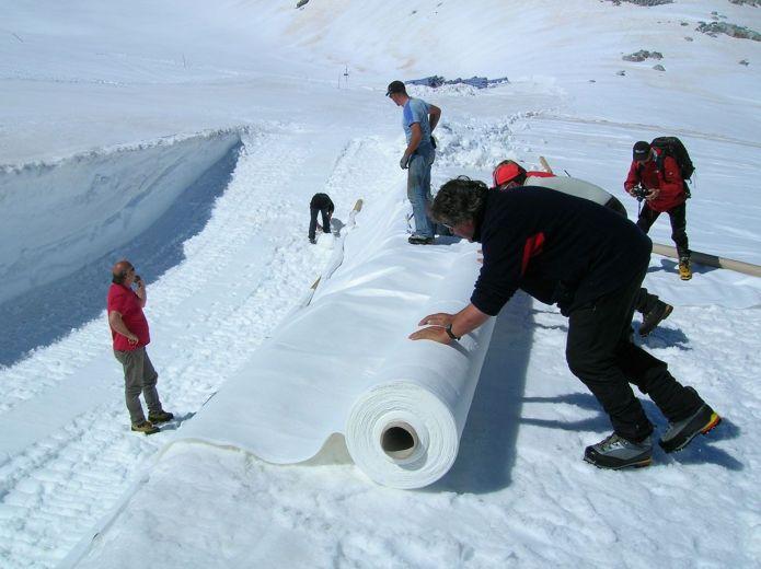 Arriva l 39 estate il ghiacciaio presena si veste dei teli for Teli per laghi artificiali
