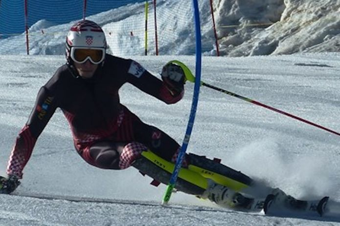 Matej Vidović vince lo slalom di Coppa Europa in notturna di Zell am See