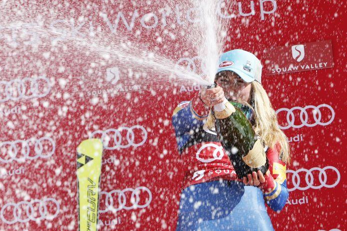 Vlhova trionfa nello slalom finale