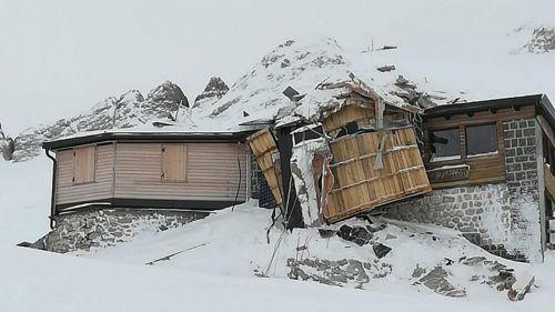 Una valanga distrugge il rifugio di Pian dei Fiacconi, sul lato Trentino della Marmolada