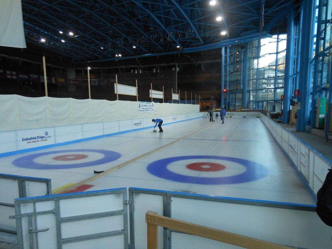 ...al Palazzo del ghiaccio di Cortina