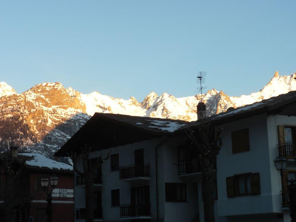 il Mont Blanc all'alba dall'albergo Edelweiss di Pre St Didier