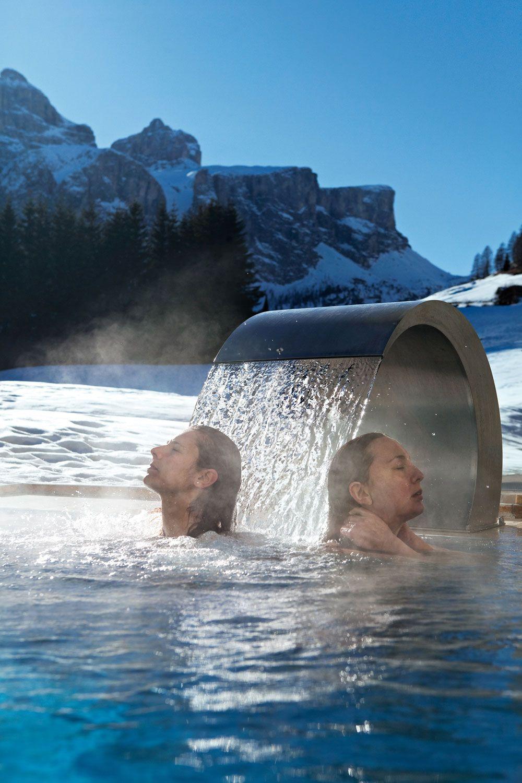 L'Hotel Greif sorge a Corvara, nel cuore delle Dolomiti altoatesine