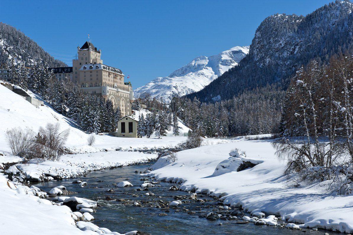 Lo Schloss Hotel Wellness & Family si trova a Pontresina, a soli 5km da St. Mortiz, un pittoresco villaggio che ha saputo conservare lo charme degli antichi borghi engadinesi, con il comfort e il dinamismo delle moderne stazioni sciistiche invernali