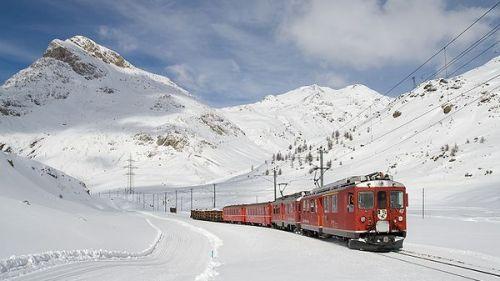 rhb trenino rosso nella neve