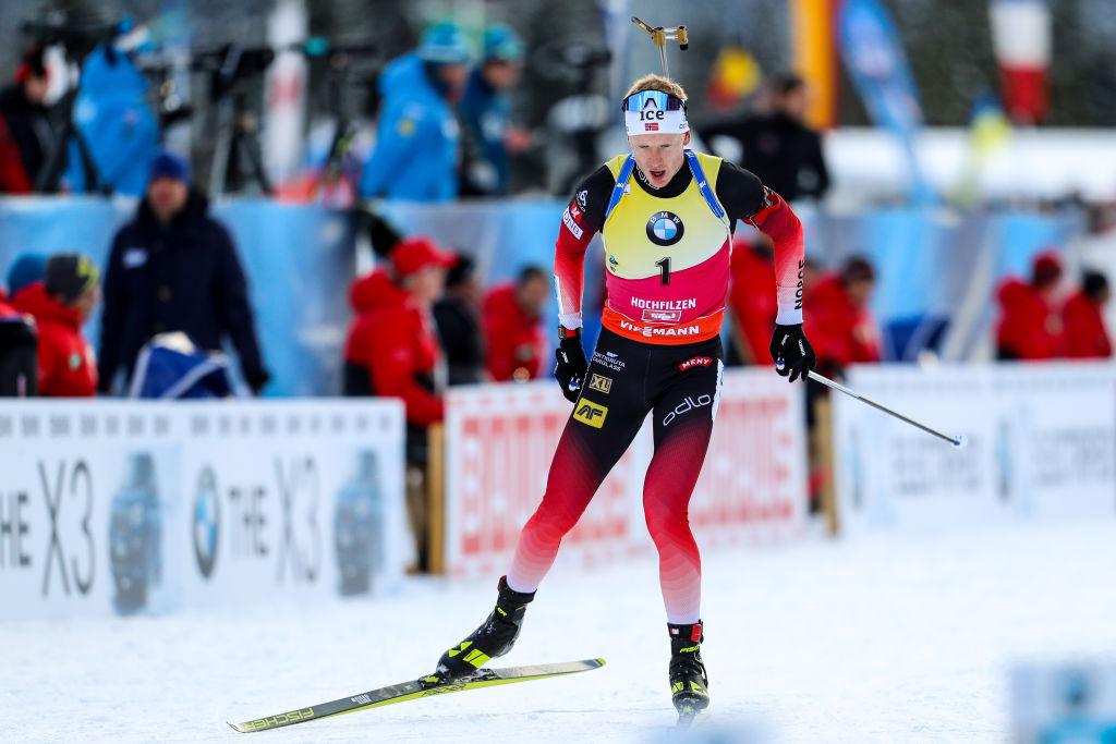 Johannes Boe trascina la Norvegia alla vittoria nella Staffetta, Italia ottava