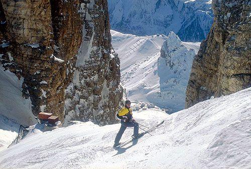 la discesa fuori pisa dal sas prodoi al passo attraverso la forcella prodoi è percorribile solo con condizioni ideali di neve