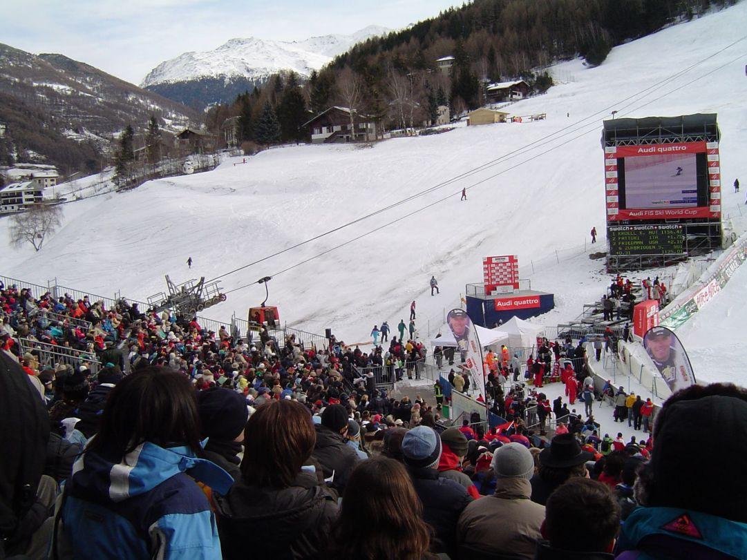 Le tribune ed il parterre durante i mondiali di sci alpino Bormio 2005<br />