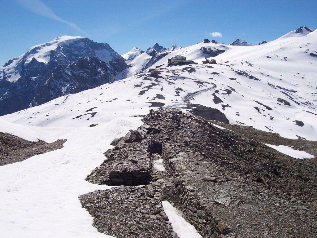 Il passo dello Stelvio dalle trincee lungo la salita al monte Scorluzzo<br />