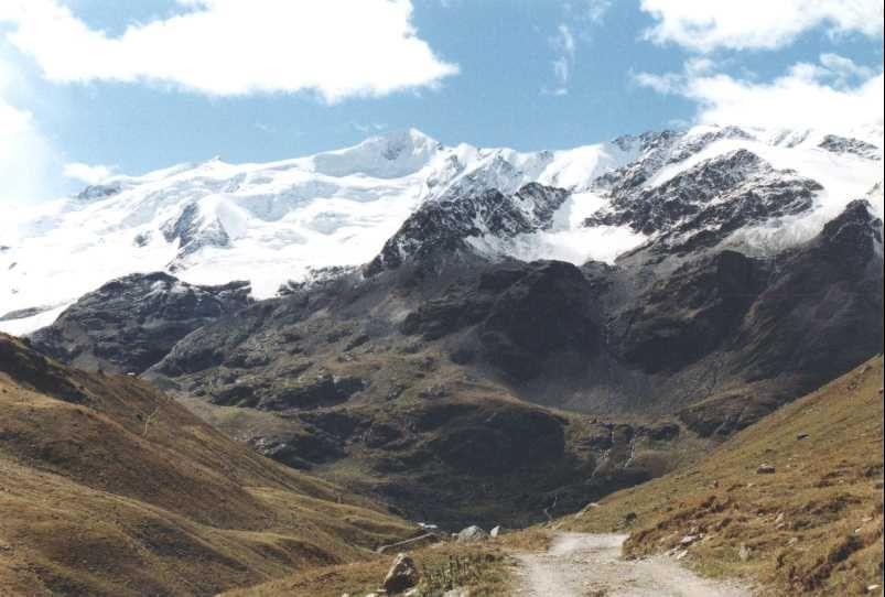 Vista dal ghiacciaio dei Forni in Valfurva lungo la Val Cedec<br />