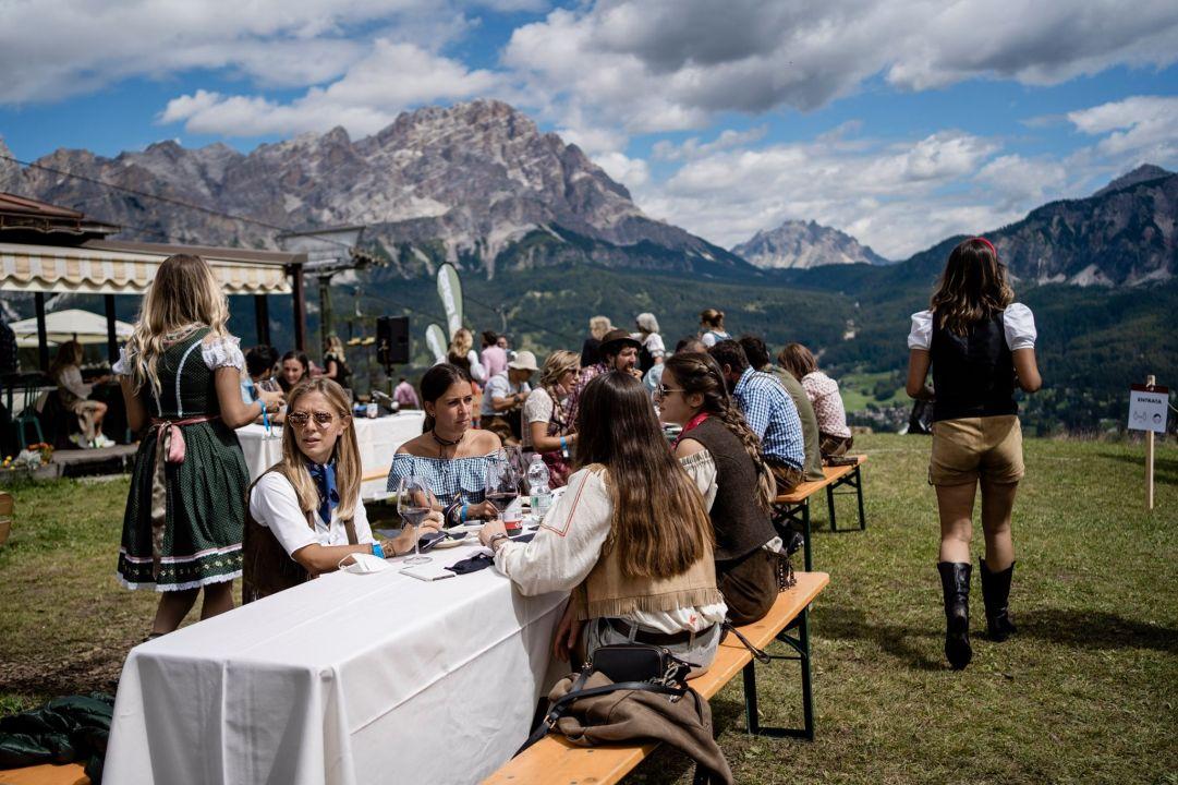 Summer Party di Cortina, un giovane positivo al coronavirus. Oltre 280 persone al drive in per il tampone