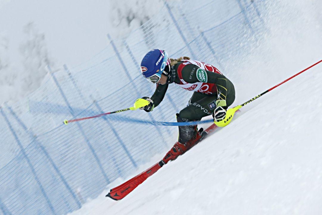 Mikaela Shiffrin vince lo slalom di Levi. Fuori Petra Vlhova