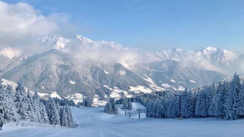 Da Livigno ad Aprica. Ecco quali sono le regole per sciare in sicurezza in Lombardia