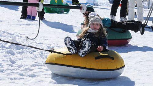 Giochi sulla neve per far divertire i bambini in montagna