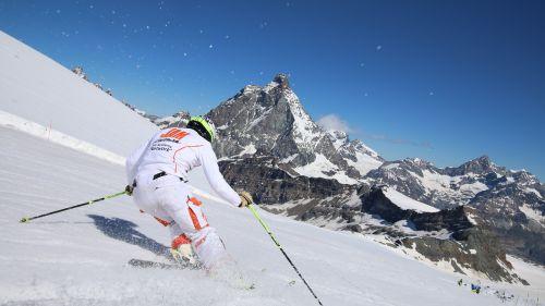 Da maggio a settembre tornano i corsi sci della Jam Session a Cervinia e Les 2 Alpes