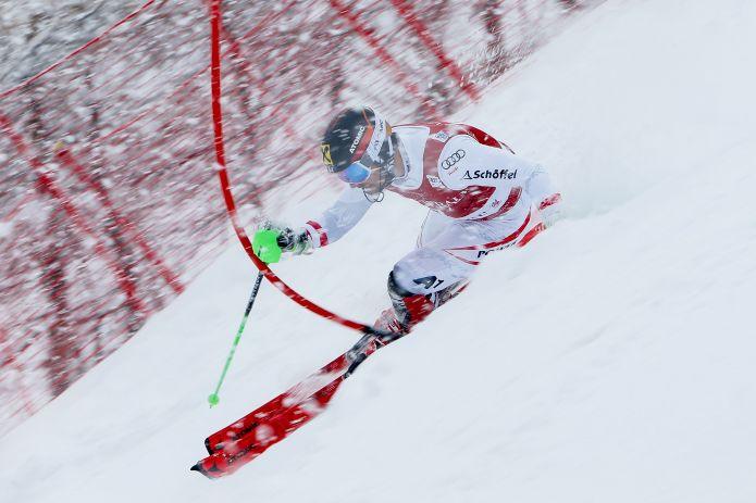 Stefano Gross in testa dopo la prima manche dello slalom