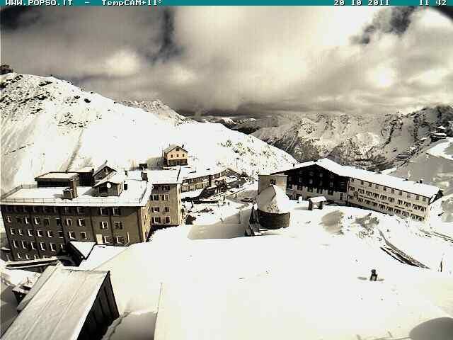 Al Passo dello Stelvio la notte del 19 ottobre 2011 ha nevicato 30cm fuori dall'hotel Pirovano e quasi mezzo metro in quota...  condizioni a dir poco eccezionali
