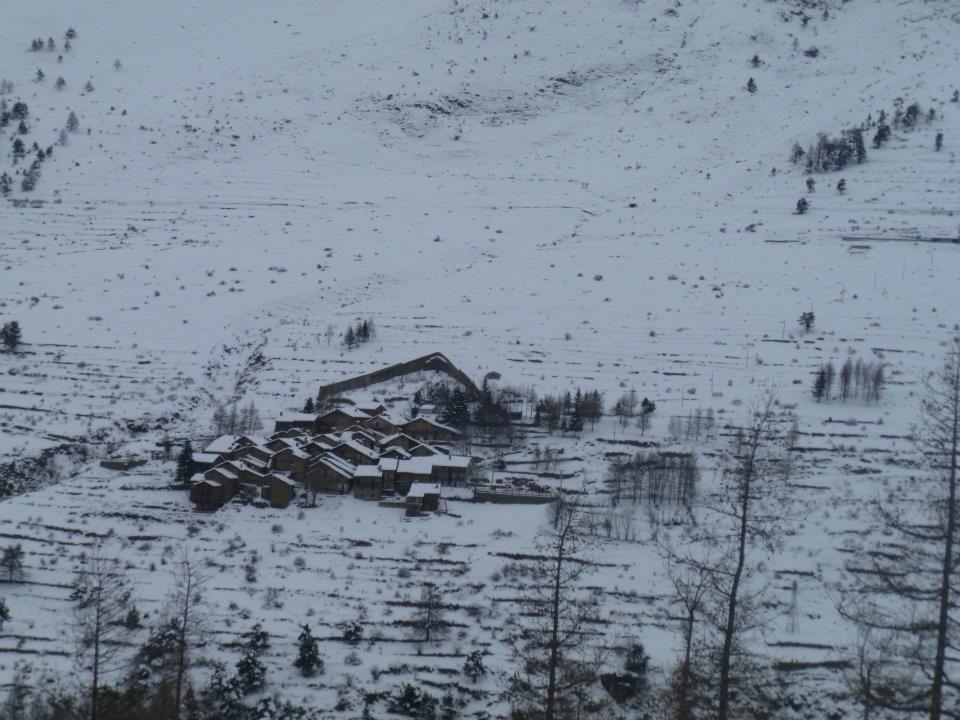 Paesino di Grand Puy con il suo Paravalanghe nel Parco Orsiera Rocciavrè