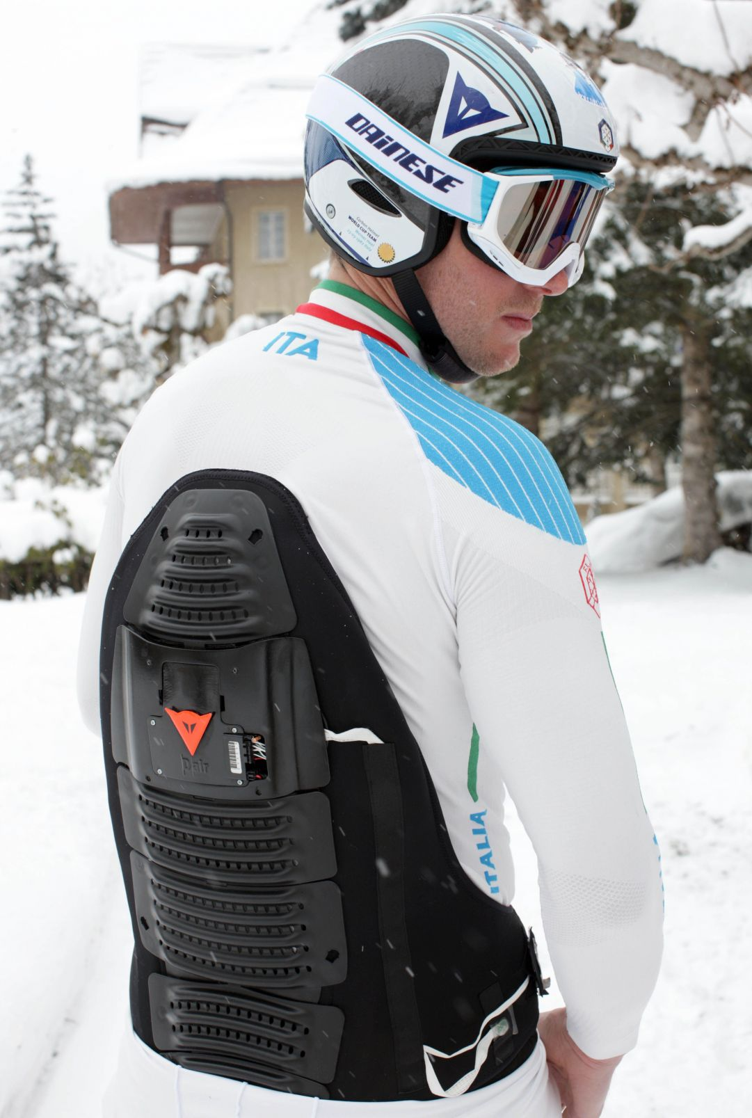 back protector with inertial platform