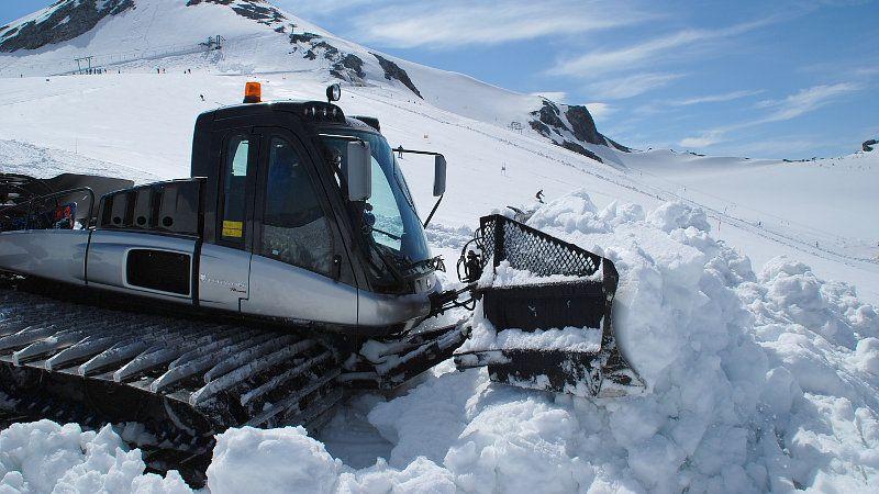 Lo snowpark sarà tirato a lucido per 2 giorni di snowboard in maniche corte,lontani dal caldo delle città e dalle spiagge piene di gente