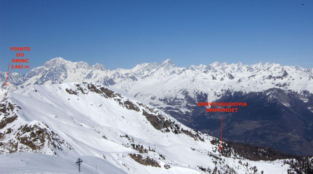 il profilo dell'itinerario con sullo sfondo il monte bianco