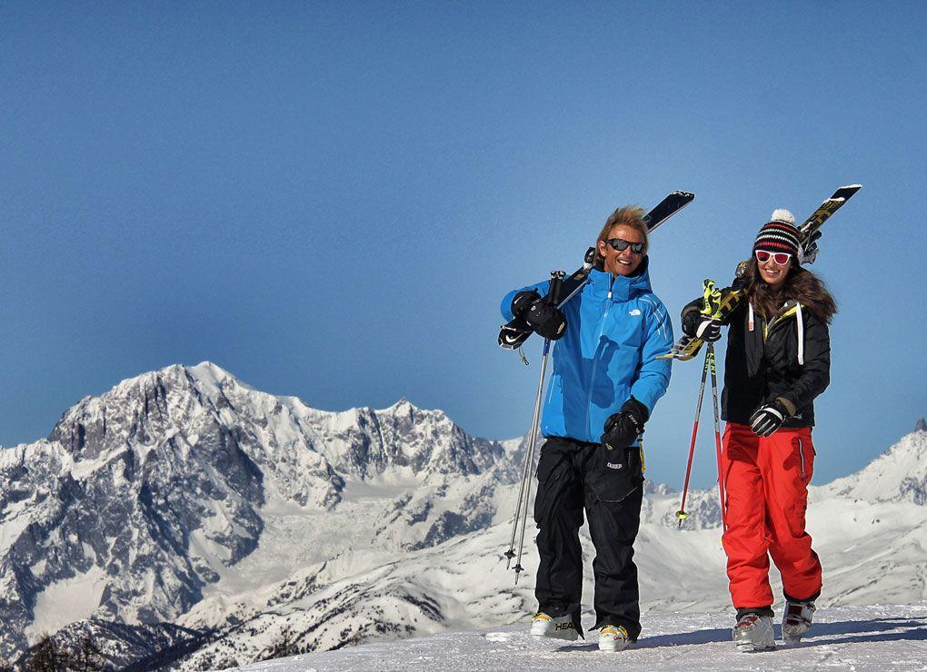 Turisti e sciatori a Pila