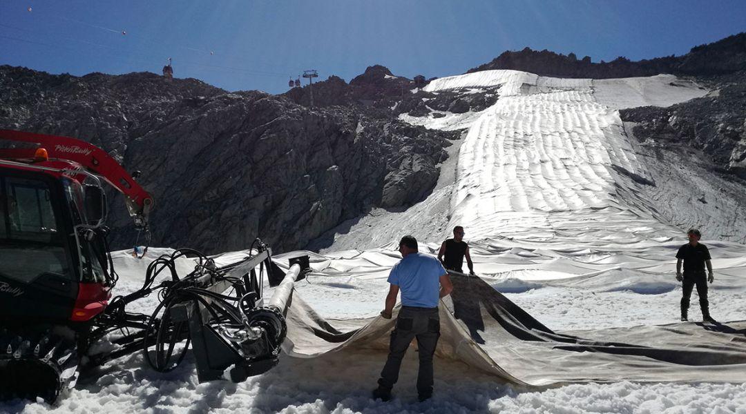 Presena, i teli geotessili tornano a coprire il ghiacciaio al confine tra Valle Camonica e Val di Sole