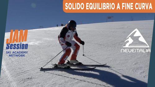 Avvicinare gli sci e ottenere un solido equilibrio a fine curva - P.17 - Corso di sci principianti