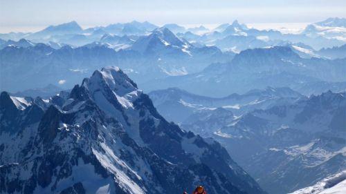 Dal 2019 sul Monte Bianco si sale a numero chiuso. I commenti degli alpinisti italiani