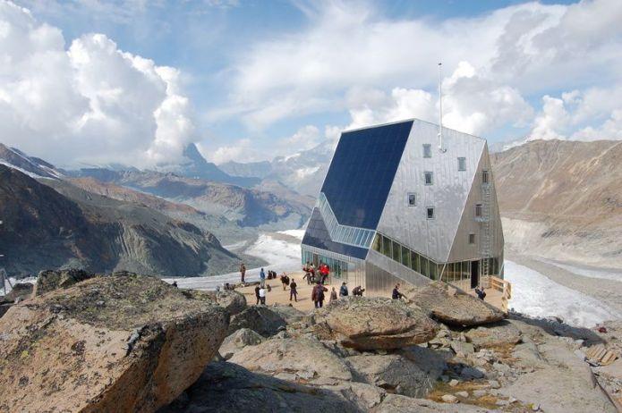 Capanna del Monte Rosa - Visuale della facciata