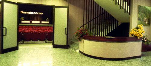 Proiezione delle anteprime della stagione, 277 posti a sedere,  Dolby Surround, accesso per disabili.