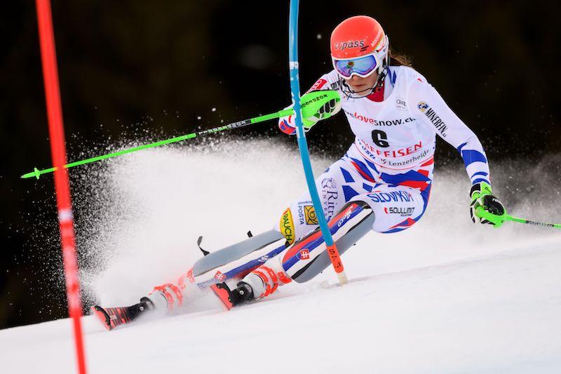 Nello slalom di Lenzerheide Mikaela Shiffrin esce a un passo dal traguardo, Petra Vlhová ringrazia