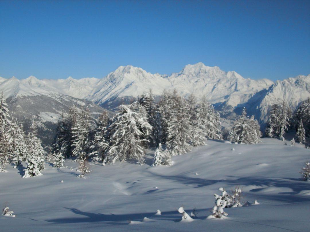 Vista panoramica da pila verso Monte Bianco