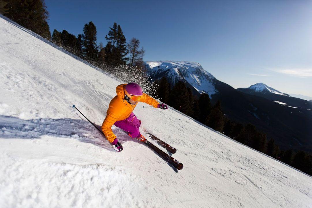 sciatore a orange obereggen
