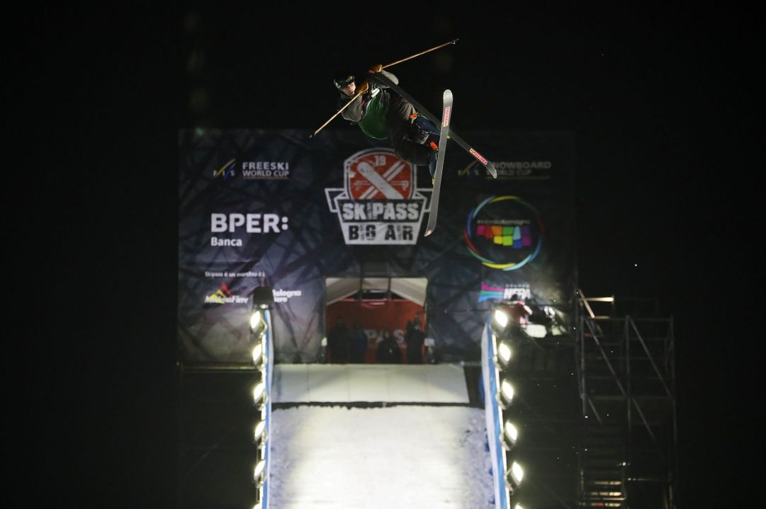 Grande spettacolo a Skipass Modena Fiere dove nel weekend sono andate in scena due gare di Coppa del Mondo di Freestyle specialità Big Air. Ad aggiudicarsi la gara maschile lo statunitense Alexander Hall