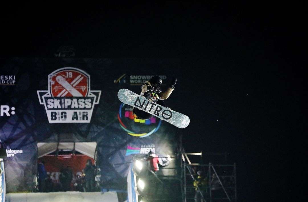Lo scorso weekend a Skipass Modena Fiere è andata in scena una gara di Snowboard Big Air che ha visto al via tutto i migliori atleti del mondo. Seconda posizione per la canadese Brooke Voigt