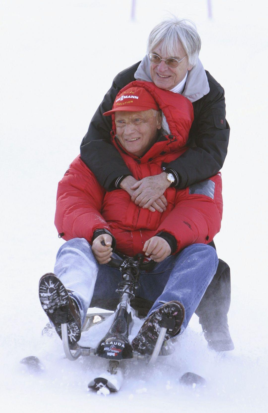 Niki Lauda e Bernie Ecclestone insieme in una delle tante manifestazioni di contorno nel weekend della libera di Kitzbuhel