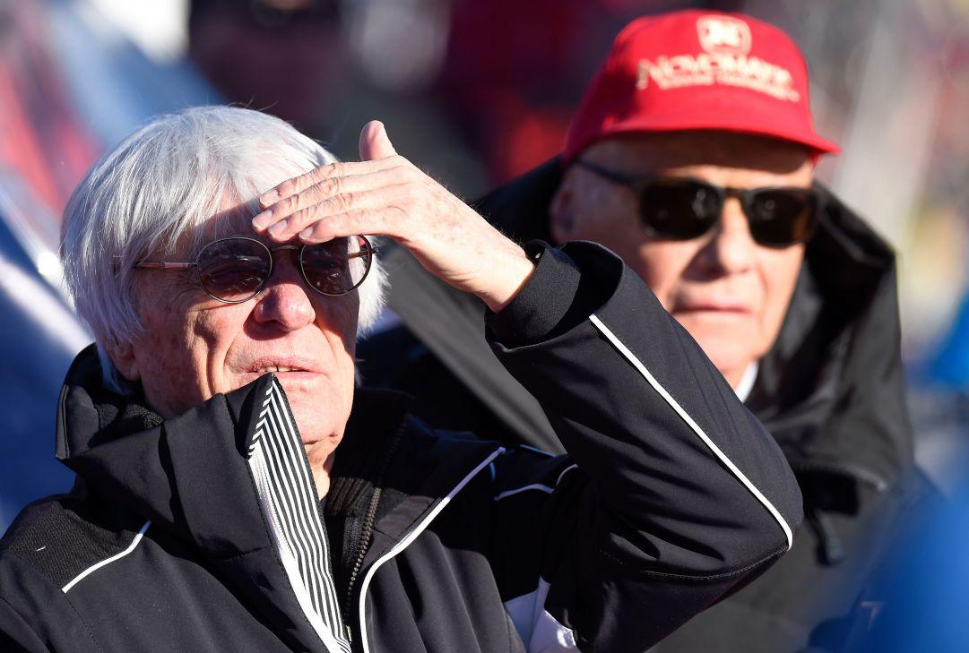 Niki Lauda e Bernie Ecclestone al parterre della libera di Kitzbuhel