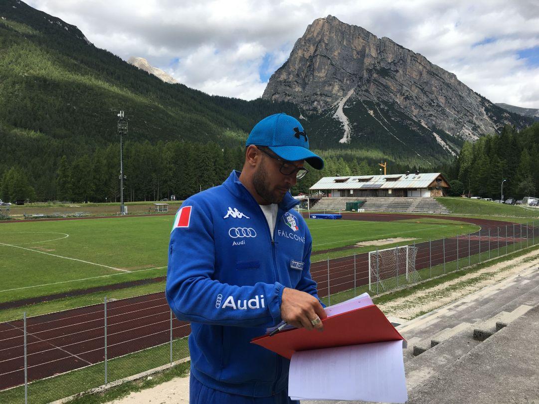 Il nuovo allenatore della squadra di bob, Giovanni Mulassano, prende nota degli atleti da seguire. Il piemontese smessi i panni di pilota si è messo a disposizione della nazionale in qualità di tecnico