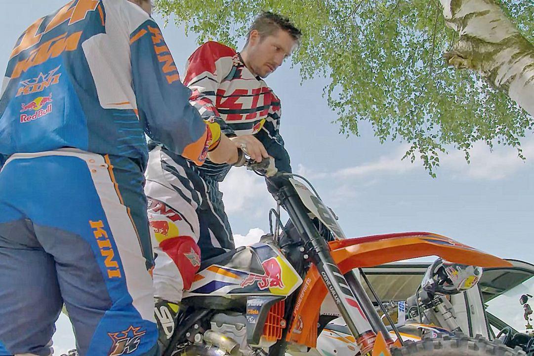 Che Marcel Hirscher amasse il motociclismo non lo scopriamo di certo oggi. Il fuoriclasse dello sci, tra un allenamento e l'altro si ritaglia del tempo per dedicarsi alla sua passione per le moto da cross. Eccolo in azione.