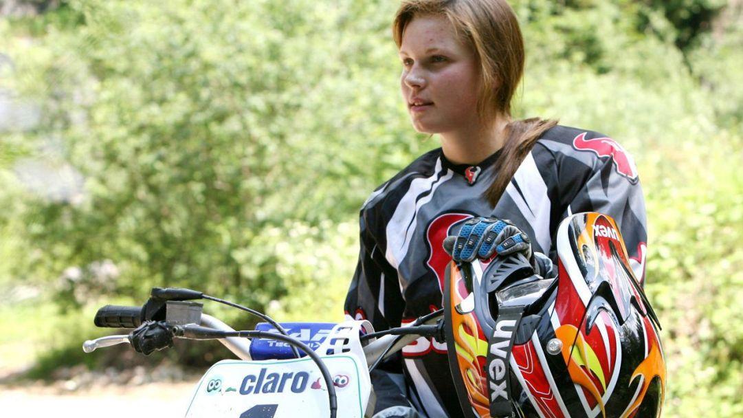 E le ragazze? Non stanno a guardare... Tra le donzelle l'atleta che più di ogni altra ha manifestato la sua passione per le due ruote è l'austriaca Anna Veith. Eccola immortalata agli albori della carriera in sella ad una moto da cross...