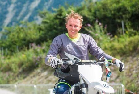 Grandi rivali in pista e grandi appassionati di moto.  Al pari di Hirscher anche il norvegese Henrik Kristoffersen è un fanatico del motocross. Lo scandinavo fin da bambino ha praticato questo sport e spesso sui social non lesina a pubblicare foto spettacolari che ritraggono in sella alla sua Husqvarna