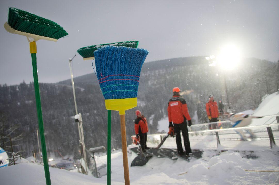 Troppa neve, rinviata a domani la gara maschile individuale di salto