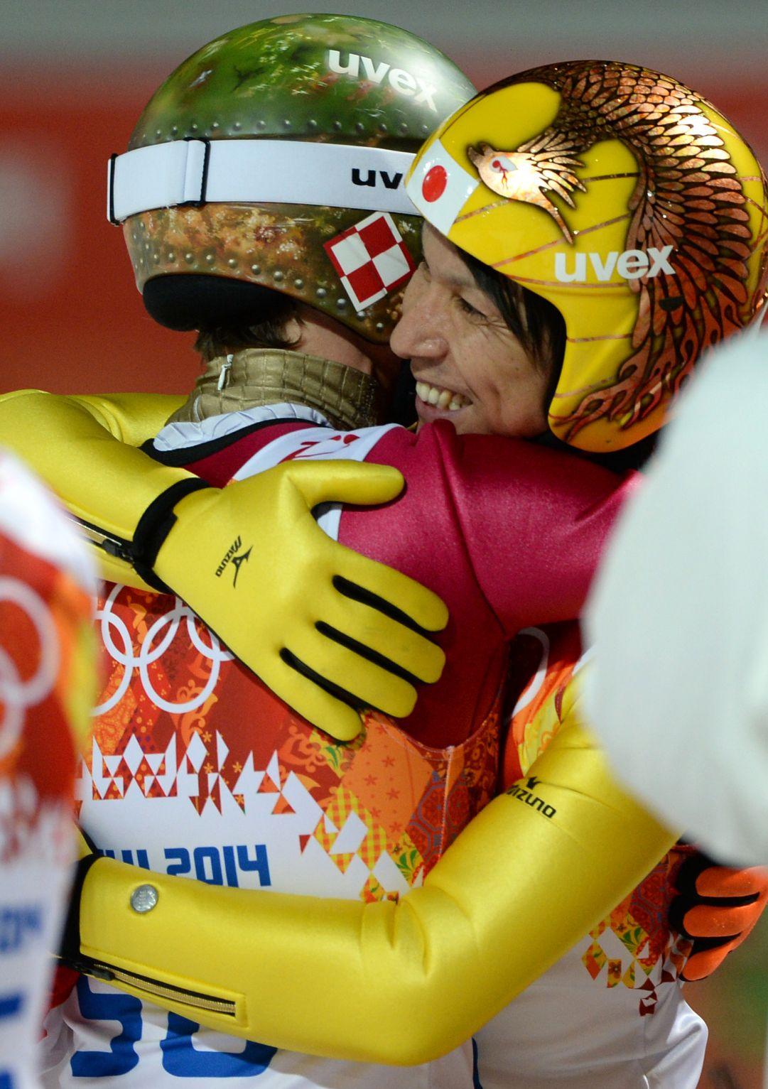 Doppietta olimpica per Kamil Stoch, entra nella leggenda con Noriaki Kasai