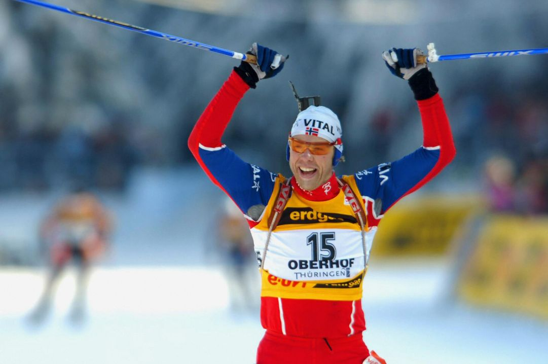 Sfida di nervi nelle mass start di Oberhof. Halvard Hanevold e Martina Glagow fanno festa