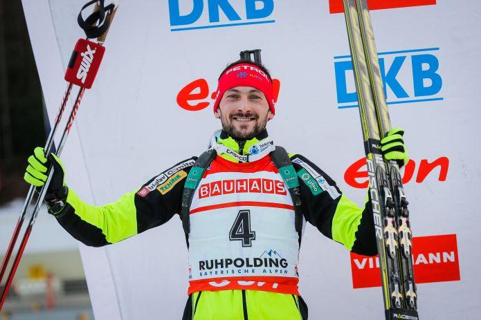 Jakov Fak vince a mani basse la sprint di Holmenkollen