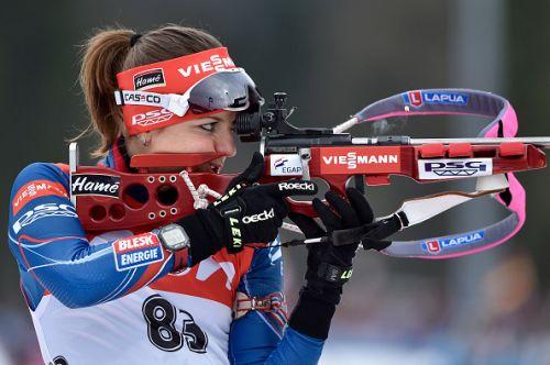 Si ritira a soli 26 anni Jitka Landova, e Gabriela Koukalova le regala un trofeo