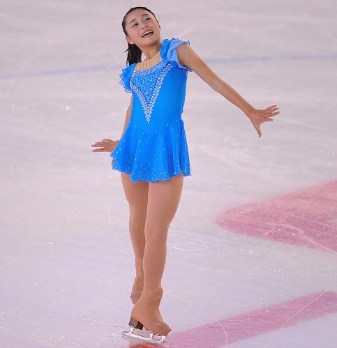 Yuna Shiraiwa fa saltare il banco nel programma corto femminile dei Giochi Olimpici Giovanili